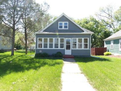 Valley City Single Family Home For Sale: 463 5th Avenue NE