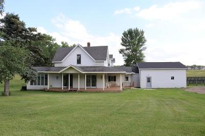 Barnes County Farmstead For Sale: 4219 113th Avenue SE