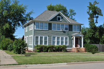 Single Family Home For Sale: 1103 2nd Street NE