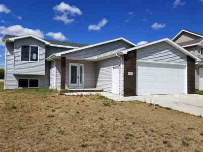 Minot ND Single Family Home For Sale: $210,000