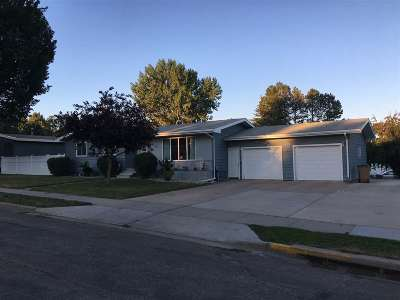 Minot ND Single Family Home For Sale: $267,500