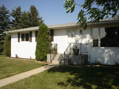 Minot ND Single Family Home Contingent - Hi: $239,900