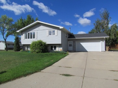 Minot ND Single Family Home For Sale: $239,900