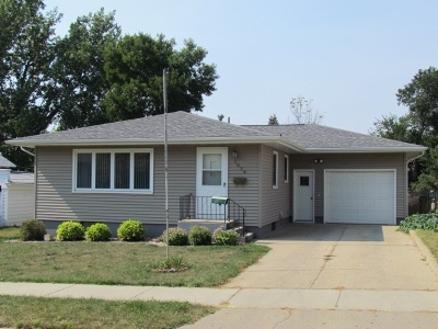 Minot ND Single Family Home Contingent - Hi: $177,000
