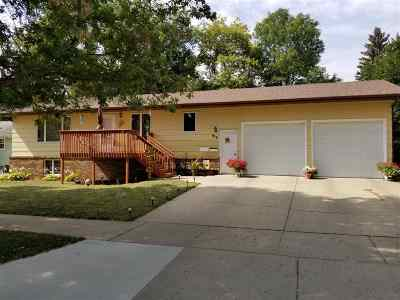 Minot ND Single Family Home For Sale: $232,500
