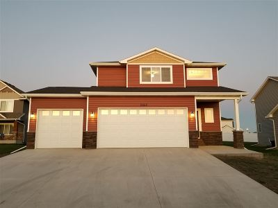 Minot ND Single Family Home For Sale: $381,900