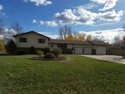 minot Single Family Home For Sale: 2417 Brookside Dr SW