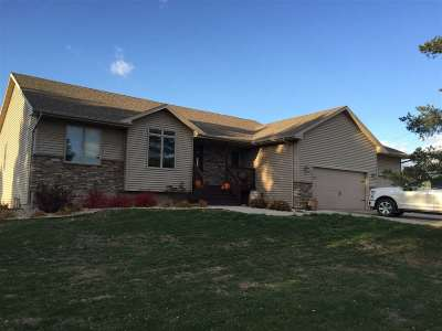 Minot ND Single Family Home For Sale: $399,999