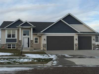 Minot ND Single Family Home For Sale: $365,000