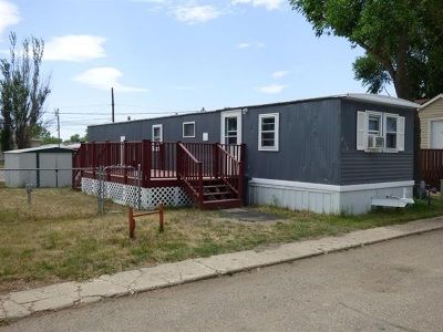 Bottineau County, Burke County, Divide County, McHenry County, McLean County, Mountrail County, Pierce County, Ramsey County, Renville County, Rolette County, Ward County, Wells County, Williams County Mobile Home For Sale: 2101 NW 3rd St. NW #127