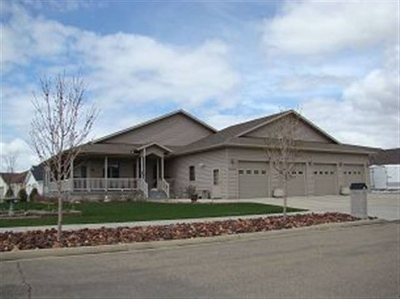 minot Single Family Home Contingent - Hi: 3408 SW 13th St