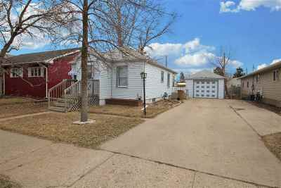 Minot Single Family Home For Sale: 1641 Main St. S