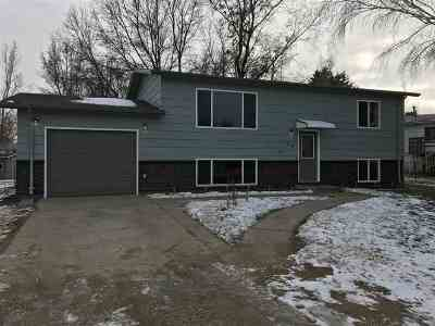 Bottineau County, Burke County, Cass County, Divide County, McHenry County, McLean County, Mountrail County, Pierce County, Ramsey County, Renville County, Rolette County, Ward County, Wells County, Williams County Single Family Home For Sale: 416 Colton Ave E