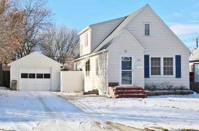 Bottineau County, Burke County, Cass County, Divide County, McHenry County, McLean County, Mountrail County, Pierce County, Ramsey County, Renville County, Rolette County, Ward County, Wells County, Williams County Single Family Home For Sale: 1516 6th St SW