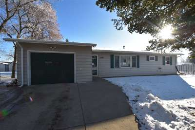 Bottineau County, Burke County, Cass County, Divide County, McHenry County, McLean County, Mountrail County, Pierce County, Ramsey County, Renville County, Rolette County, Ward County, Wells County, Williams County Single Family Home For Sale: 2500 8th St NW