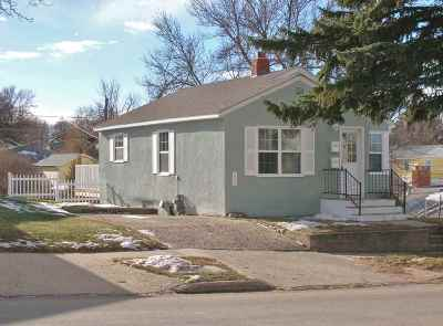 minot Single Family Home For Sale: 206 11th Ave. SE