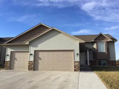Minot ND Single Family Home For Sale: $327,500