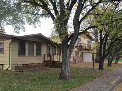 minot Single Family Home For Sale: 1018 NW 5th Ave