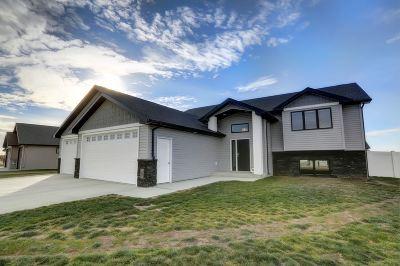 minot Single Family Home For Sale: 8 SE Scramble Street SE