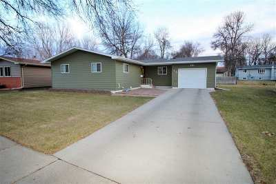 minot Single Family Home For Sale: 15 22nd St. SW