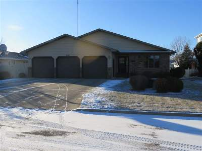 minot Single Family Home For Sale: 1636 13 1/2 St SW