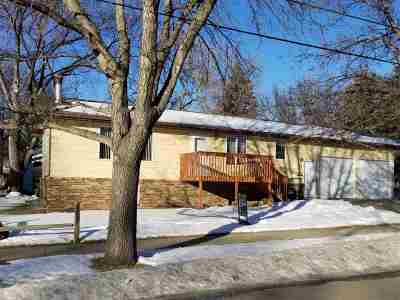 Minot ND Single Family Home For Sale: $230,000