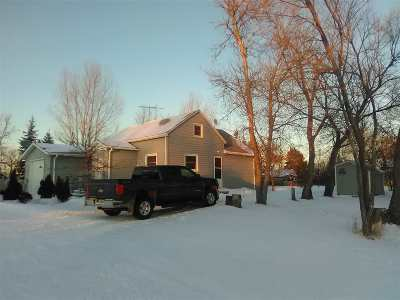 Bottineau County, Burke County, Divide County, McHenry County, McLean County, Mountrail County, Pierce County, Ramsey County, Renville County, Rolette County, Ward County, Wells County, Williams County Single Family Home For Sale: 448 Helene St