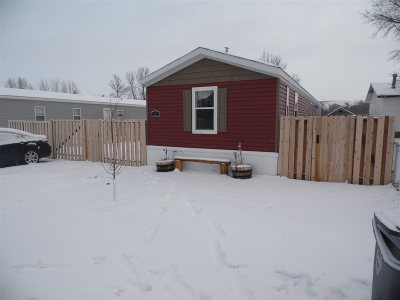 Bottineau County, Burke County, Divide County, McHenry County, McLean County, Mountrail County, Pierce County, Ramsey County, Renville County, Rolette County, Ward County, Wells County, Williams County Mobile Home For Sale: 615 Colton Ave #9
