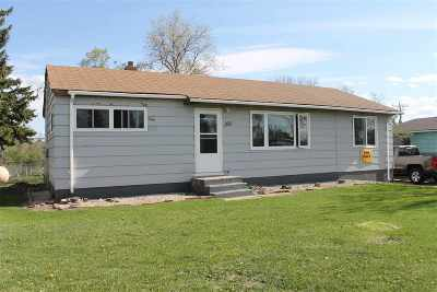 Bottineau County, Burke County, Divide County, McHenry County, McLean County, Mountrail County, Pierce County, Ramsey County, Renville County, Rolette County, Ward County, Wells County, Williams County Single Family Home For Sale: 203 5th St N