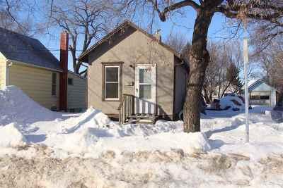 Minot Single Family Home For Sale: 511 NE 7th Street