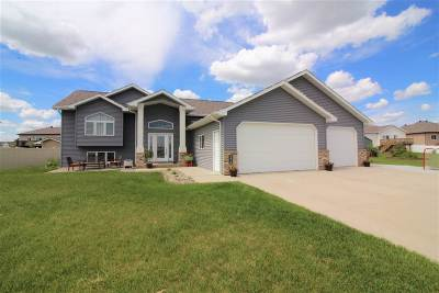 minot Single Family Home For Sale: 3416 Woodside Circle SE