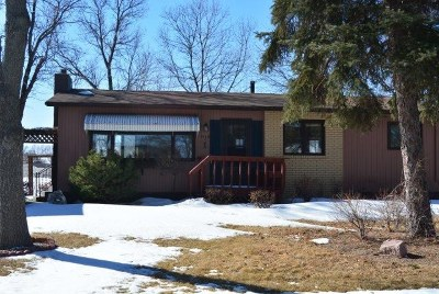 minot Single Family Home Contingent - Hi: 1949 Skyline Drive