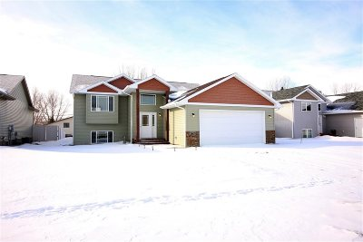 minot Single Family Home For Sale: 2605 Heritage Dr