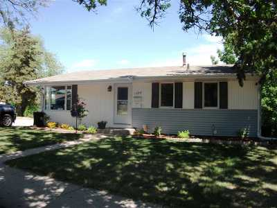 minot Single Family Home For Sale: 1304 Tuxedo Rd