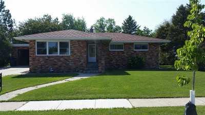 Bottineau Single Family Home For Sale: 910 Sinclair St