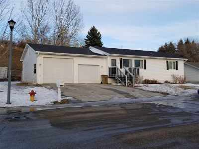 minot Single Family Home For Sale: 1320 Golden Valley Lane