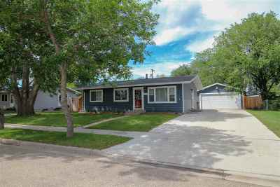 minot Single Family Home For Sale: 708 23rd Avenue NW