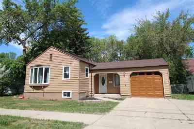 minot Single Family Home For Sale: 907 NE 6th Ave