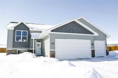 minot Single Family Home For Sale: 2768 Heritage Drive