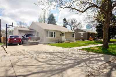 Minot ND Single Family Home For Sale: $255,000