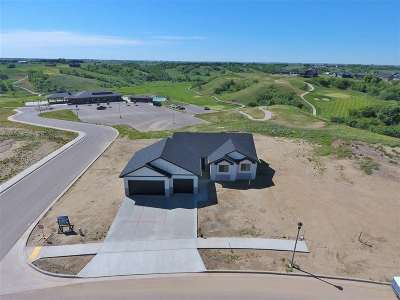 minot Single Family Home For Sale: 1908 Valley Bluffs Dr.