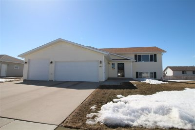 Bottineau County, Burke County, Divide County, McHenry County, McLean County, Mountrail County, Pierce County, Ramsey County, Renville County, Rolette County, Ward County, Wells County, Williams County Single Family Home For Sale: 1917 NW 13th St