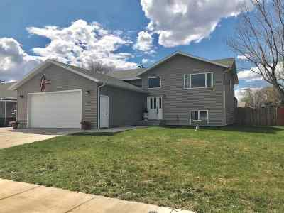 Bottineau County, Burke County, Divide County, McHenry County, McLean County, Mountrail County, Pierce County, Ramsey County, Renville County, Rolette County, Ward County, Wells County, Williams County Single Family Home For Sale: 514 SW 16th St