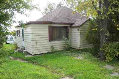 Bottineau County, Burke County, Divide County, McHenry County, McLean County, Mountrail County, Pierce County, Ramsey County, Renville County, Rolette County, Ward County, Wells County, Williams County Single Family Home For Sale: 302 E Division Street