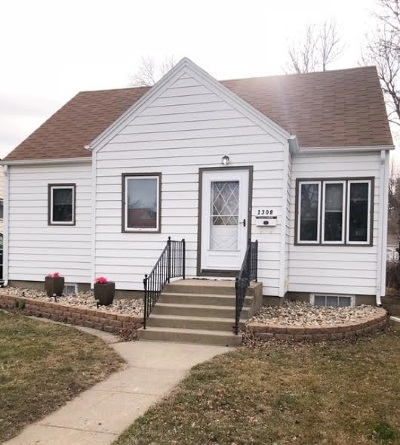 Bottineau County, Burke County, Divide County, McHenry County, McLean County, Mountrail County, Pierce County, Ramsey County, Renville County, Rolette County, Ward County, Wells County, Williams County Single Family Home For Sale: 1308 SE 2nd St