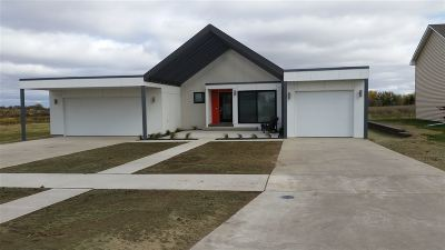 minot Single Family Home For Sale: 3104 NW 8th St