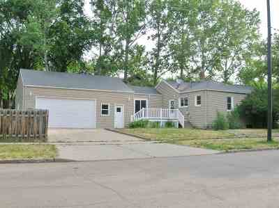 Minot Single Family Home For Sale: 1001 Main St. N