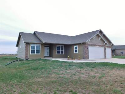 minot Single Family Home For Sale: 3100 Beaver Creek Road