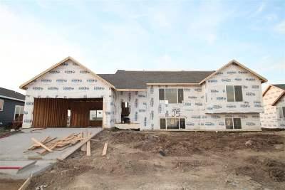 Minot Single Family Home For Sale: 905 34th Avenue NE