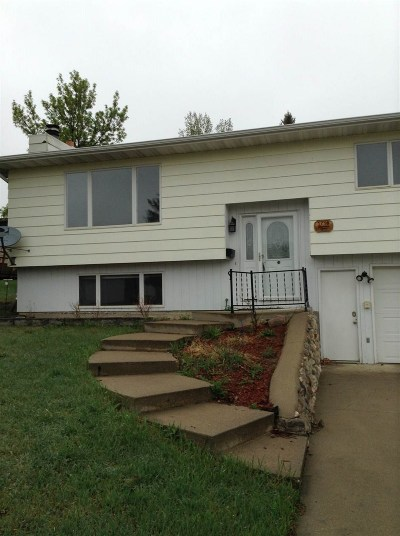 Minot Single Family Home For Sale: 1716 NW Terrace Dr NW